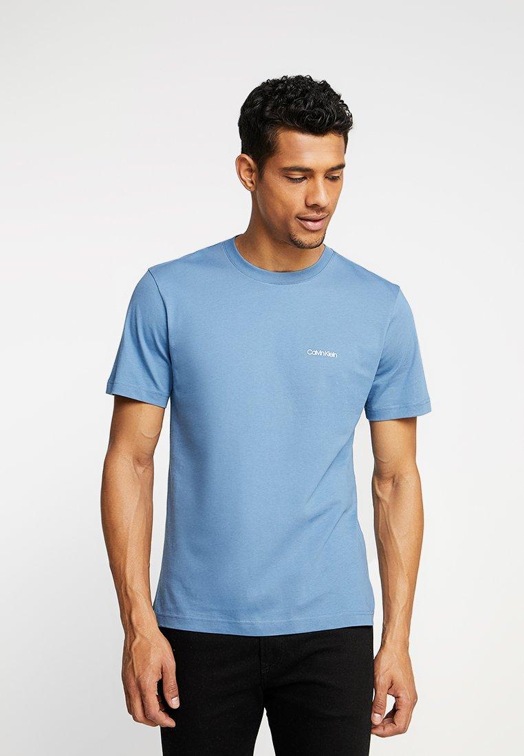 Calvin Klein - CHEST LOGO - T-shirts basic - blue