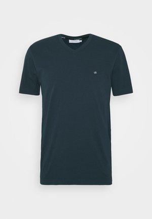 V-NECK CHEST LOGO - Jednoduché triko - blue