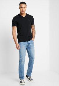Calvin Klein - V-NECK CHEST LOGO - Camiseta básica - black - 1