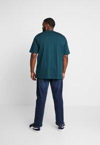 Calvin Klein - FRONT LOGO - T-Shirt print - green - 2