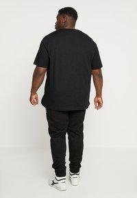 Calvin Klein - FRONT LOGO - Triko spotiskem - black - 2