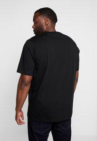 Calvin Klein - FRONT LOGO - T-shirt imprimé - black - 2