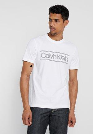 HORIZONTAL STRIPE LOGO - Print T-shirt - white