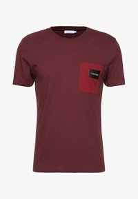 Calvin Klein - CONTRAST POCKET  - T-shirts med print - red - 3