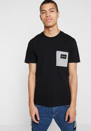 CONTRAST POCKET  - T-shirt med print - black