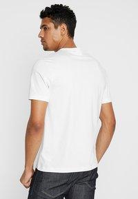 Calvin Klein - CHEST BOX LOGO - Triko spotiskem - white - 2