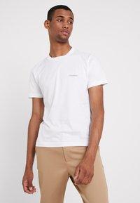 Calvin Klein - CHEST LOGO - T-shirts - white - 0