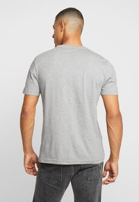 Calvin Klein - CHEST LOGO - T-shirt - bas - mid grey heather - 2
