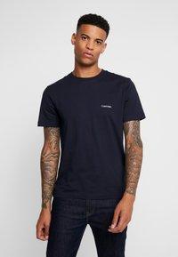 Calvin Klein - CHEST LOGO - Basic T-shirt - calvin navy - 0