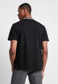 Calvin Klein - VINTAGE BADGE RINGER - Jednoduché triko - black - 2