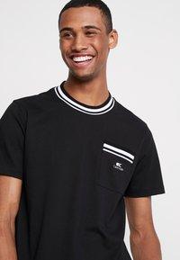 Calvin Klein - VINTAGE BADGE RINGER - Jednoduché triko - black - 4