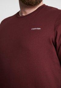 Calvin Klein - CHEST LOGO - Jednoduché triko - red - 4
