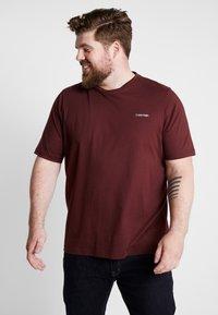 Calvin Klein - CHEST LOGO - Jednoduché triko - red - 0