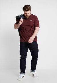 Calvin Klein - CHEST LOGO - Jednoduché triko - red - 1