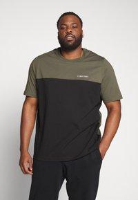 Calvin Klein - Print T-shirt - black - 0