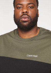 Calvin Klein - Print T-shirt - black - 3
