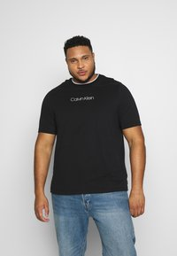 Calvin Klein - CARBON BRUSH LOGO  - Print T-shirt - black - 0