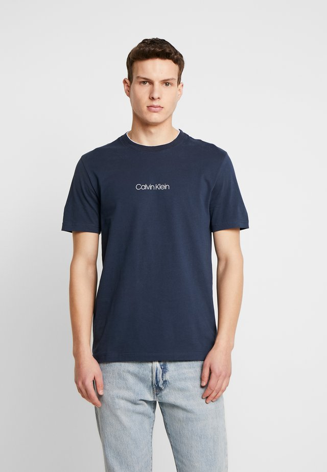 CARBON BRUSH LOGO - T-shirt print - blue