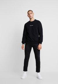 Calvin Klein - CARBON BRUSH LOGO - Felpa - black - 1