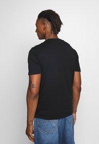 Calvin Klein - LOGO 2 PACK - Basic T-shirt - black/white - 3