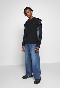 Calvin Klein - LOGO 2 PACK - Basic T-shirt - black/white - 1