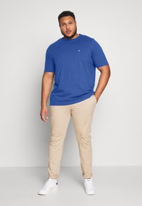 Calvin Klein - LOGO - Basic T-shirt - blue - 1