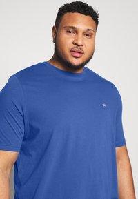 Calvin Klein - LOGO - Basic T-shirt - blue - 3