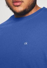 Calvin Klein - LOGO - Basic T-shirt - blue - 5