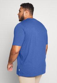 Calvin Klein - LOGO - Basic T-shirt - blue - 2