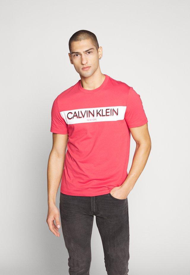 STRIPE LOGO - T-shirt con stampa - red
