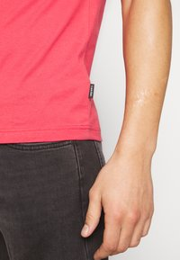 Calvin Klein - STRIPE LOGO - T-shirt print - red - 3