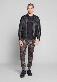 Calvin Klein - 2 TONE LOGO - Print T-shirt - black - 1