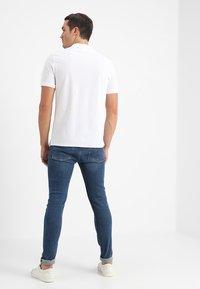 Calvin Klein - REFINED CHEST LOGO - Poloshirt - perfect white - 2