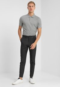 Calvin Klein - REFINED CHEST LOGO - Polo - mid grey heather - 1