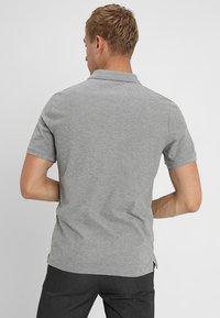 Calvin Klein - REFINED CHEST LOGO - Polo - mid grey heather - 2
