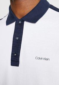 Calvin Klein - CONTRAST COLLAR - Polo shirt - white - 5
