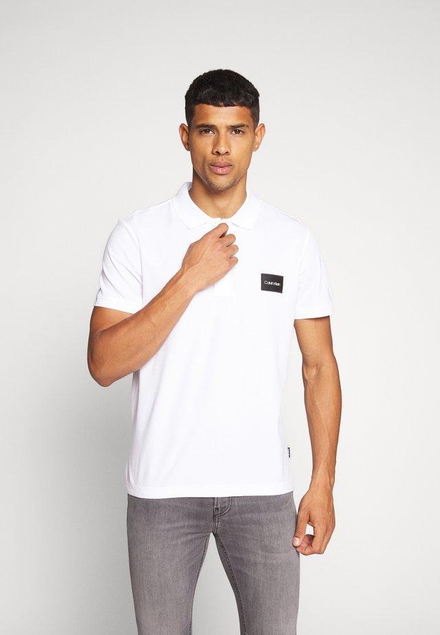 REFINED LOGO BADGE  - Poloshirt - white