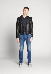 Calvin Klein - REFINED LOGO BADGE  - Poloshirt - blue - 1