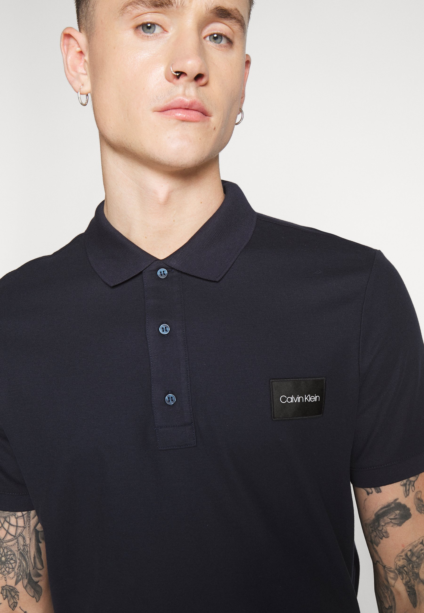 Calvin Klein Refined Logo Badge - Piké Blue