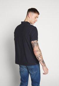 Calvin Klein - REFINED LOGO BADGE  - Poloshirt - blue - 2