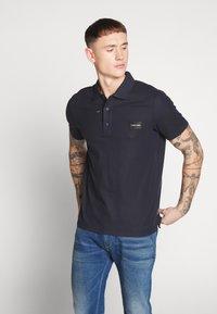 Calvin Klein - REFINED LOGO BADGE  - Poloshirt - blue - 0