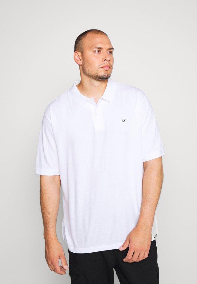 REFINED LOGO SLIM - Piké - white