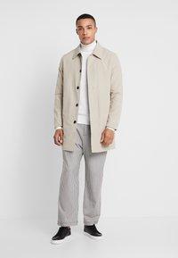 Calvin Klein Tailored - SUPERIOR TURTLE NECK - Svetr - white - 1