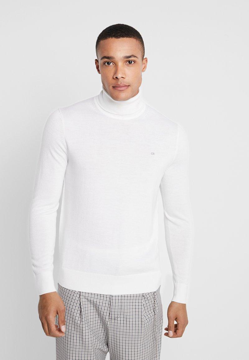 Calvin Klein Tailored - SUPERIOR TURTLE NECK - Strickpullover - white
