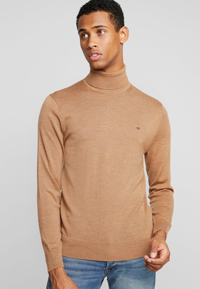 Calvin Klein Tailored - SUPERIOR TURTLE NECK - Strickpullover - gold