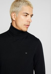 Calvin Klein Tailored - SUPERIOR TURTLE NECK - Neule - black - 4
