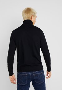 Calvin Klein Tailored - SUPERIOR TURTLE NECK - Neule - black - 2