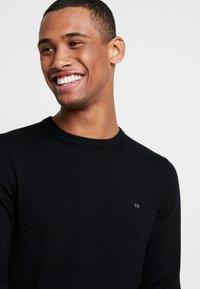 Calvin Klein Tailored - SUPERIOR CREW NECK  - Jersey de punto - black - 4