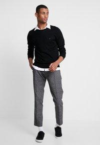Calvin Klein Tailored - SUPERIOR CREW NECK  - Jersey de punto - black - 1