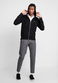 Calvin Klein - EMBROIDERY ZIP-THROUGH HOODIE - Felpa aperta - black - 1